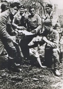 Jasenovac-prisoner-being-beheaded-with-a-saw-by-Croat-Ustachi