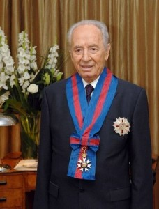 Shimon-peres-wears-the-honourary-knight-commanders-order-of-st-michael-and-st-george-228x300